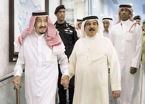 العاهل السعودي يوجّه بمراعاة حالة الأسر السعودية-القطرية