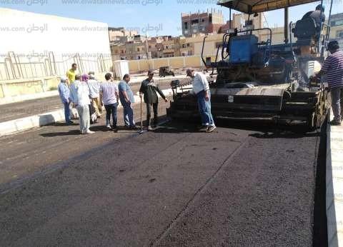 بالصور| رئيس مدينة بلطيم يتابع رصف طريق المستشفى الجديد