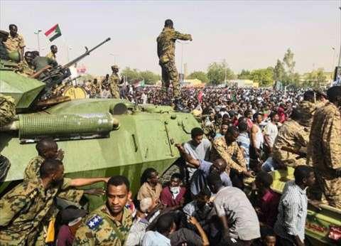 رئيس سياسية العسكري السوداني يلتقي وفد جبهة التغيير