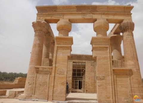 وزير الآثار يصل قرية القصر الإسلامية الأثرية بمركز الداخلة في الوادي الجديد