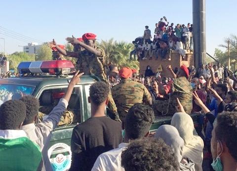 سبوتينك: الجيش السوداني يحاصر منازل أشقاء البشير