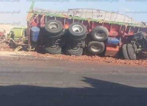 مصرع سائق إثر تصادم سيارتين على الطريق الصحراوي بالبحيرة