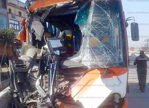 """مصرع وإصابة شخصين في حادث تصادم سيارة مع """"توك توك"""""""