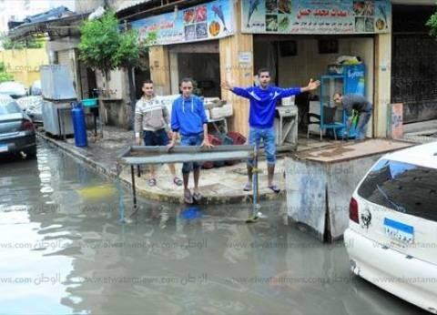 """مواطنون بالإسكندرية ساخرين: """"ليه نصيف في مارينا لما ممكن نشتي في مجارينا"""""""