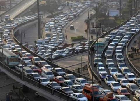 """""""مرور القاهرة"""": تباطؤ حركة السيارات أعلى كوبري أكتوبر لزيادة الأحمال"""