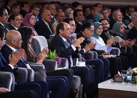 """""""عايزة تحاربي؟"""".. """"السيسي"""" يداعب المصريين خلال جلسة """"اسأل الرئيس"""""""
