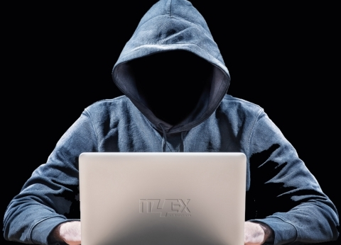 أكبر شبكة لـ «السوشيال» تتحول إلى نزهة لـ «القراصنة» وعاصفة غضب ضد اختراق الحسابات