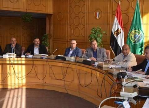 طاهر يلتقي أهالي قرية الملاك لمناقشة مشكلات واحتياجات المواطنين بها