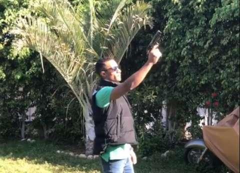 محمد رمضان ينشر صورة له مع نجل الشهيد أحمد المنسي