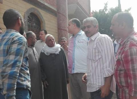 رئيس الخانكة يقدم العزاء لأسرة شهيد الواجب بسيناء محمد إمام عبدالنبي