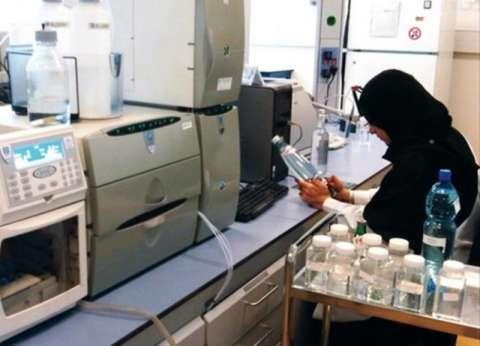 محافظ سوهاج يكلف لجنة لفحص مياه الشرب بالمنشأة