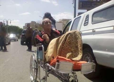 """""""عم عزت"""" يدلي بصوته على كرسي متحرك بالمنيا: """"لاستقرار الوطن"""""""