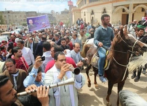 """محافظ كفر الشيخ يتقدم مسيرة """"خيول ومزمار"""" للحشد للاستفتاء في بيلا"""