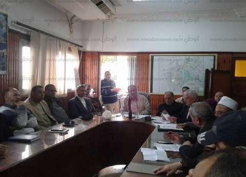 رئيس مدينة فوه يناقش شكاوى الأهالي.. ويوجه رؤساء القرى بالتواصل معهم