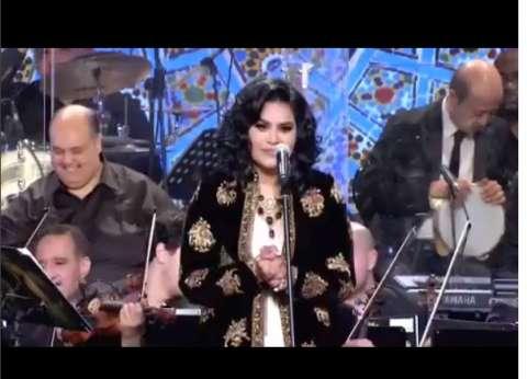 بالفيديو  أحلام تعجز عن الغناء بسبب هاني شاكر: مش قادرة أمسك المقام