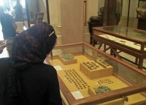 بالصور| إقبال كبير على المتحف المصري لمشاهدة القطع الأثرية المستردة من إيطاليا