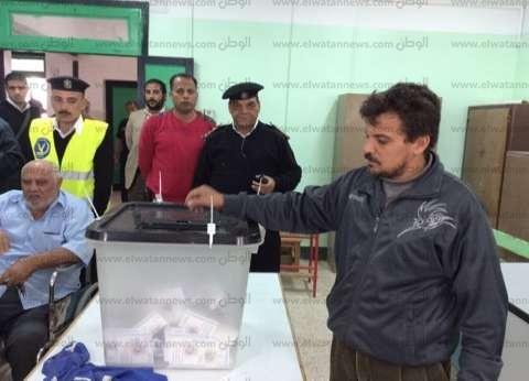 إقبال شديد من الرجال بلجنة مدرسة بدر الإبتدائية بمدينة الطور