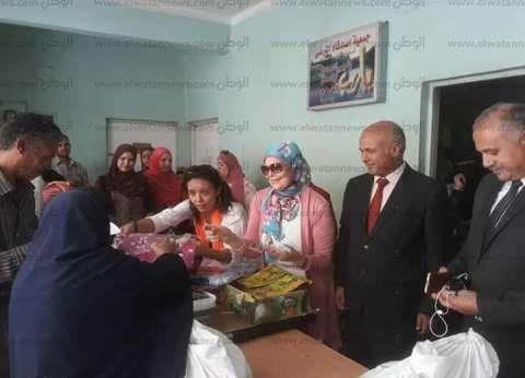 """""""أصدقاء مرضى الجذام"""" يوزعون هدايا عينية ومادية لـ100 مريض في بني سويف"""