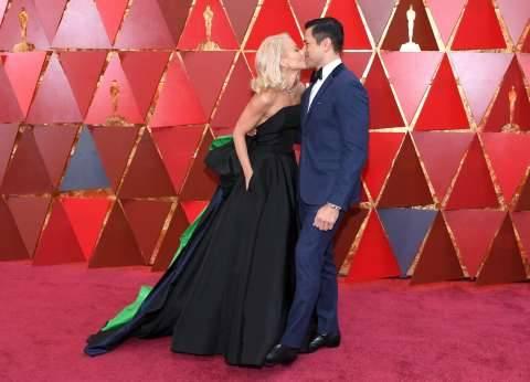بالصور  قبلة ساخنة بين كيلي ريبا وزوجها في حفل الأوسكار