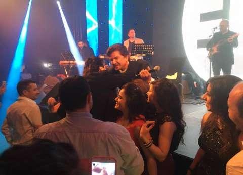 بالصور| وليد توفيق يحيي حفل رأس السنة بأحد الفنادق الشهيرة في أبوظبي