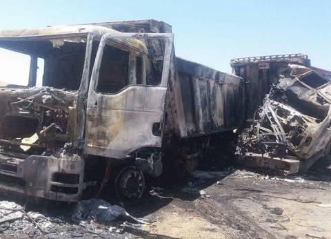اشتعال النيران بسيارة نقل على طريق السويس