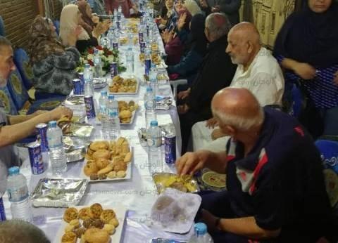 بالصور| مدير أمن الغربية يزور دارا للمسنين ويوزع هدايا عليهم