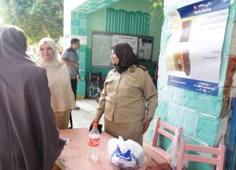 بالصور| إقبال ضعيف بلجان الوادي الجديد.. والدفع بشرطة نسائية لتأمين السيدات