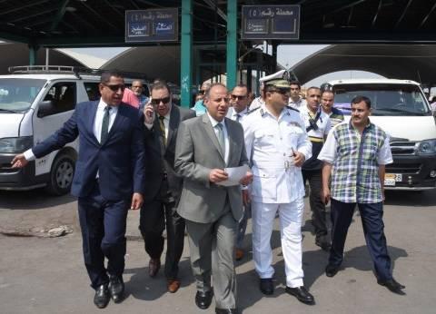 محافظ الإسكندرية يتفقد الموقف الجديد لمتابعة تطبيق تعريفة الركوب