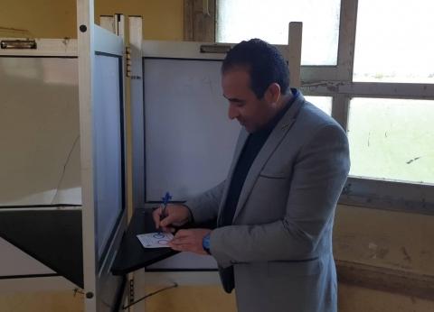 بالصور| النائب أحمد بدوي يدلي بصوته في التعديلات الدستورية بطوخ