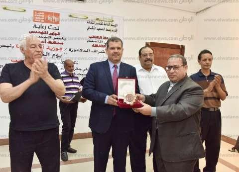 سكرتير محافظة أسيوط يكرم الأديب أيمن الطاهر لفوزه بجائزة الدولة