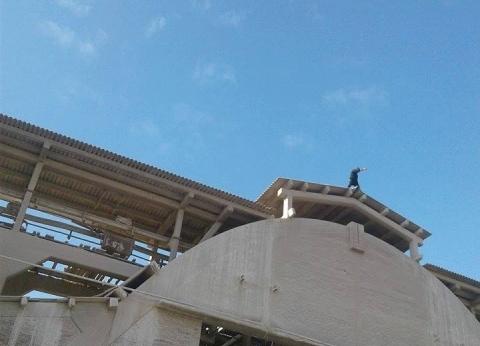 بالصور| الأجهزة الأمنية تنجح بإقناع عامل بالرجوع عن الانتحار بالغربية