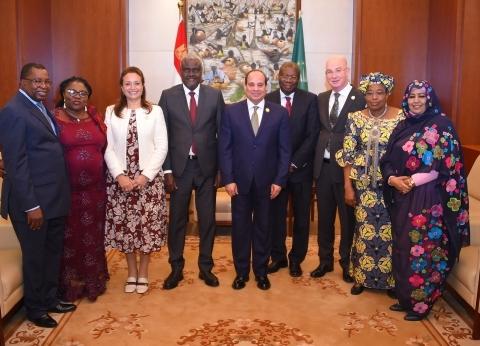 بالصور| السيسي يجتمع مع القيادات العليا بمفوضية الاتحاد الإفريقي