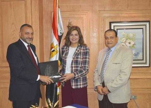 """""""الهجرة"""" تنجح في تسهيل عودة 6 مصريين من السودان: """"حقكم علينا"""""""