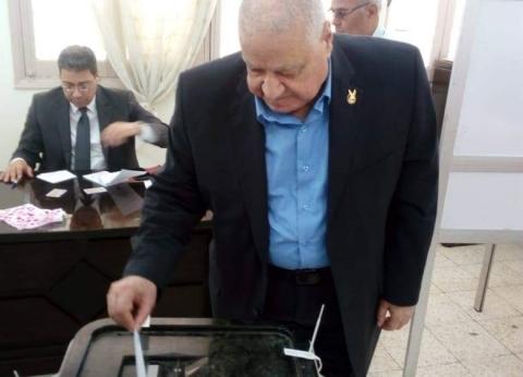 """رئيس """"حماة الوطن"""" يدلي بصوته في التعديلات الدستورية: """"لازم كلنا نشارك"""""""