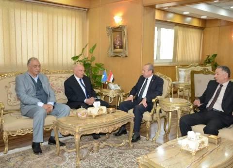 محافظ دمياط يستقبل رئيس اتحاد المعلمين العرب