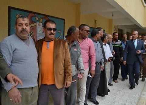 محافظ السويس يتفقد لجان الانتخابات الرئاسية بحي الأربعين