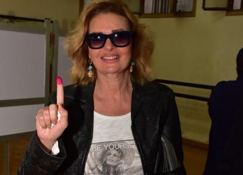 بالصور| يسرا تشارك في الاستفتاء على التعديلات الدستورية