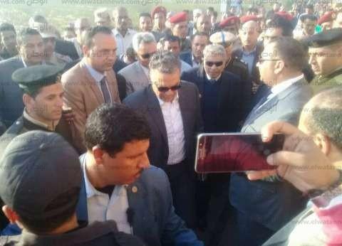وزير النقل يتفقد موقع تصادم قطاري البحيرة