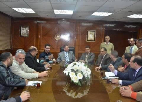 بالصور| محافظ كفرالشيخ يناقش استعدادات ملتقى التوظيف.. ويؤكد: يستهدف 30 ألف شاب