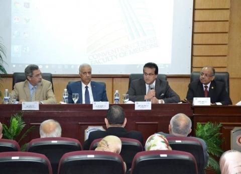 وزير التعليم العالي يناقش لائحة قانون المستشفيات الجامعية بالإسكندرية