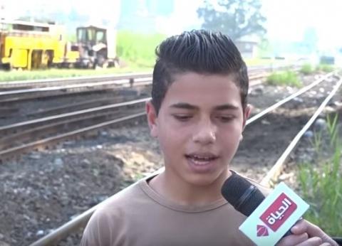 """بالفيديو  اختطاف طفل يقود """"توكتوك"""" ورميه على قضبان سكة حديد"""