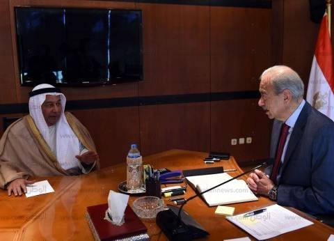 رئيس الوزراء يلتقي سفير الكويت لبحث تعزيز التعاون