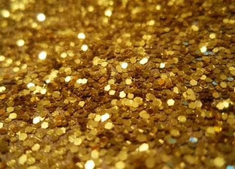 لماذا تراجعت أسعار الذهب ووصلت إلى أدنى مستوى لأول مرة منذ عامين؟
