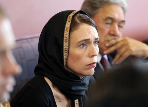 بالصور| رئيسة وزراء نيوزيلندا ترتدي الحجاب تضامنا مع ضحايا المسجدين