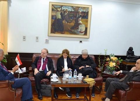 رئيس جامعة الإسكندرية يستقبل وفد الوكالة الفرانكفونية