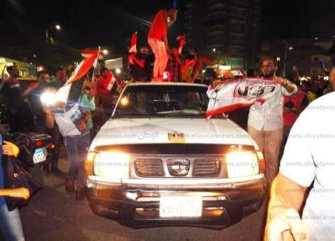 رئيس مدينة شربين بالدقهلية يحتفل مع المواطنين بفوز منتخب مصر