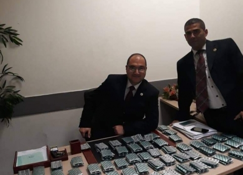 جمارك مطار القاهرة تحبط محاولة تهريب كمية من الأقراص المخدرة