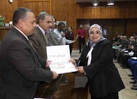 محافظ أسيوط يكرم أطباء المعامل المركزية بالمستشفى الجامعي