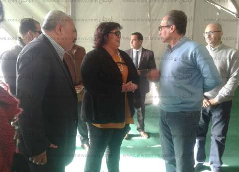 وزيرة الثقافة تصل إلى أرض المعارض لتفقد آخر تجهيزات معرض الكتاب