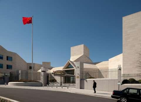 سفارة الصين تتبرع لحي غرب القاهرة بأدوات ومعدات بـ٤ ملايين جنيه